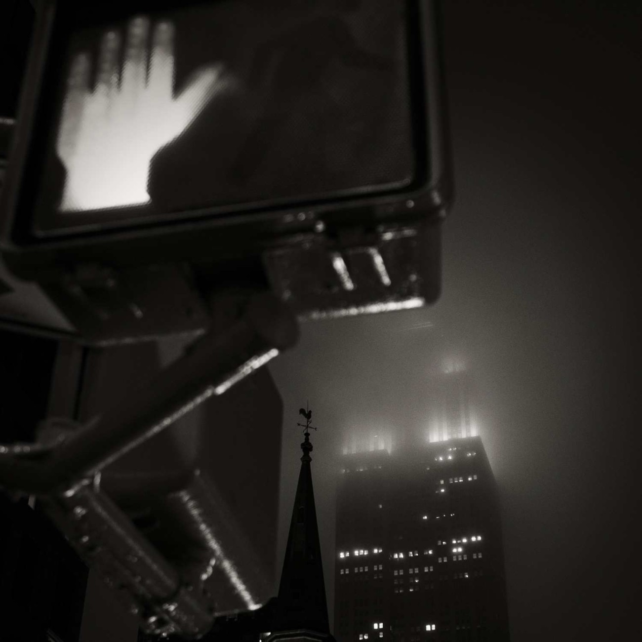 Don't walk, misty night, New York, 2015